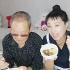 #吃秀#王姐的亲蛋们😍我和老爸的一顿简单的不能再简单的晚饭😜