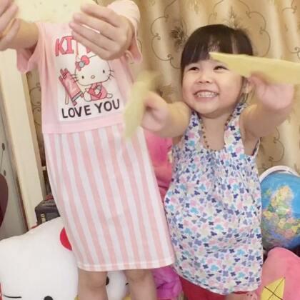 """隆重介绍""""风吹饼""""…vivi至爱.不开心时.闹脾气时.饿时.干家务和运动最好的奖励武器…😝😝#宝宝##vivi3y+0m##vivi和兄弟姐妹#"""