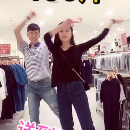 #panama##matteo panama舞##有戏#在商场两个人的快闪尬舞😏😏微博:二博博博博博