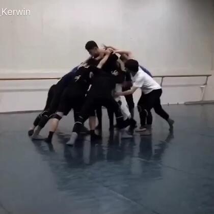 #舞蹈##现代舞#九月男班—《倒计时》