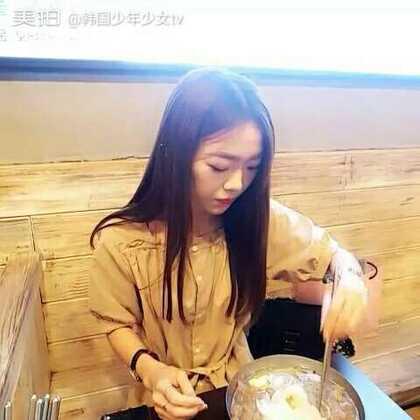 韩国少年少女tv 在韩国留学的欧尼小雪在韩国东大门吃烤肉和冷面 大家多多支持谢谢 以后呢 开始韩国学生和在韩国留学的中国学生们一起拍视频了 拍所有的搞笑 美食 逛街 穿配 男女爱情故事等等 期待一下朋友们 #吃秀##热门##美拍小助手#