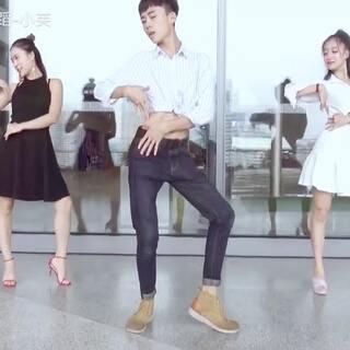 #舞蹈##泫雅- babe##敏雅韩舞专攻班#@敏雅可乐 ✨男版泫雅来了✨😏重庆男版泫雅,喜欢的朋友多多关注此美拍或👉微信:13883988010