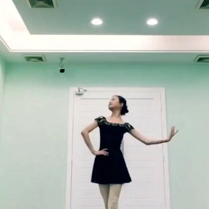 Hey baby😜Come on😏Now 跟着我的节奏One~Two~Three~GO🙋嗨起来的请扣1 ❤#舞蹈##女神##芭蕾#