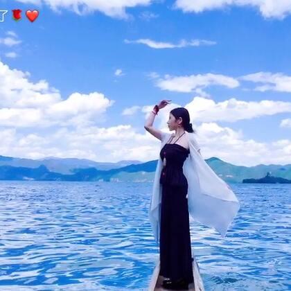 17年,过了自出生以来最平静的半年,每天都有些追求的成果和安静的沉淀想分享。一人只身走遍半个中国,在这样孤独而自由的时光里,我真正感受到了喜悦、满足、安宁、充实、幸福的感觉,那么真实,自然,深刻。这让我更笃定:幸福来源于我们自身。#穿秀##穿秀##女神##自拍##音乐##舞蹈#