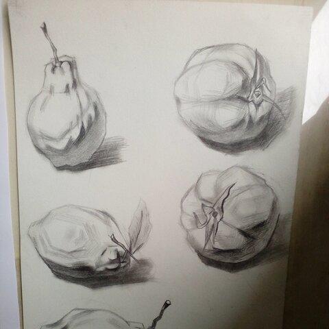 【霞吖吖~美拍表情文】梨和番茄的结构体#静物素描