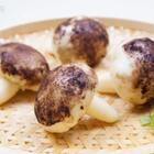 老早就录制好的香菇包,终于有时间做好后期,赶紧和你们分享了,赫赫平时最不喜欢香菇的味道,梅子只好开动脑筋把香菇放到他最爱的肉馅里面,没想到他出奇的喜欢,家有熊孩子的妈妈一定要试试哦!#美食##香菇包好像香菇啊##菌菇家常做法#