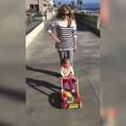 #宝宝##搞笑#宝宝在路边偶遇一个帅哥,眼睛简直挪不开了😂