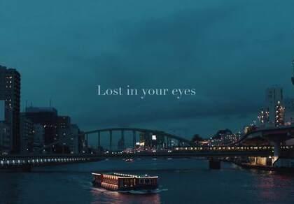 时尚芭莎十月上迪丽热巴&吴磊微电影《Lost in your eyes》