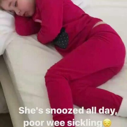 oh 我们可怜的女孩😭 因为脚里有一片小小的碎片 导致严重感染 发烧很严重 整整一天都在睡觉 并且没有吃任何东西 医生今天早上将它取出来了 虽然过程非常痛苦 现在正在休息中...... #valentinacapri##瓦伦蒂娜卡朴蕊#