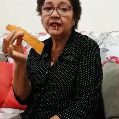 外国老太太吃辣条!
