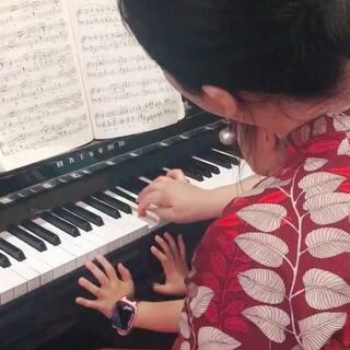 蓓蓓的老师是刘老师哦,已经跟老师学了快三年了,这是今天随意录的一段视频😍😍