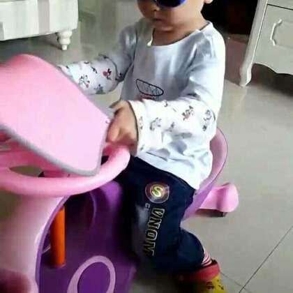 #宝宝#麻麻在厨房,瓜瓜不声不响的在进行😓😓😓未来战士变身