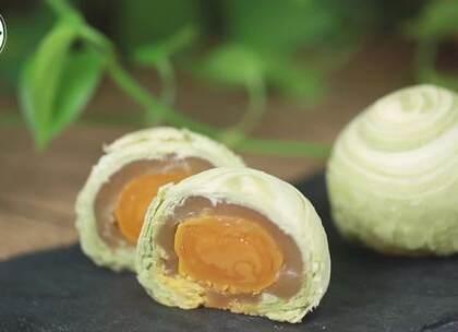 #美食##月饼# 中秋快到了,过节应个景,做几个抹茶蛋黄酥月饼,快来尝尝吧😊