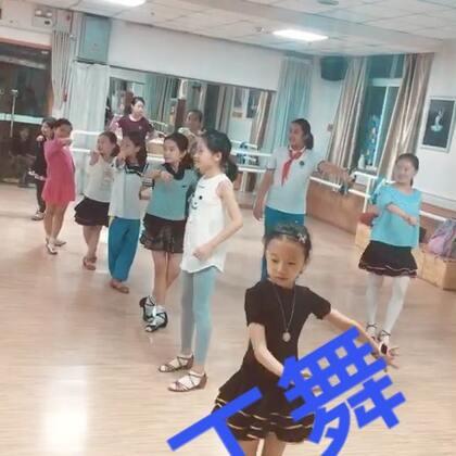 【美丽的拉丁舞】#随手美拍##少儿拉丁舞##美拍小助手##美拍小魔术#…少儿拉丁舞真好看,老师教学有方,孩子们认真学的刻苦认真,呈现出美丽绝妙的漂亮画卷!请你观看分享《美丽的拉丁舞》