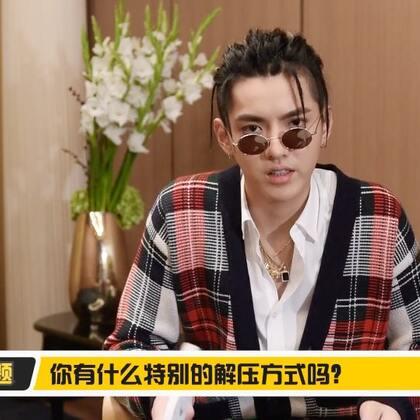 """忙里偷闲的吴亦凡,原来也是爱打游戏的""""网瘾少年"""""""