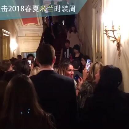KarlieKloss 出席施华洛世奇Crystal Wonderland 派对,没见到人先看见大长腿
