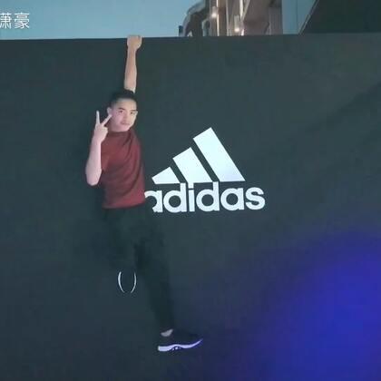 上海阿迪达斯品牌中心,开幕盛典! Angelababy 彭于晏两位大赛嘉宾 我离他们俩特别近🤔#我要上热门@美拍小助手##Angelababy##彭于晏#