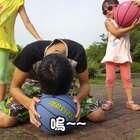 體驗戴墨鏡 - 我想打籃球 ☆體育課:潮州運動公園☆ 這邊只能參觀,不能把坦克開走 #寶寶#