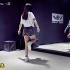 泫雅《Babe》教学分解第三集,完整视频请搜索关注微博:长沙View舞社,即可获得。#舞蹈##教学分解##babe#@美拍小助手