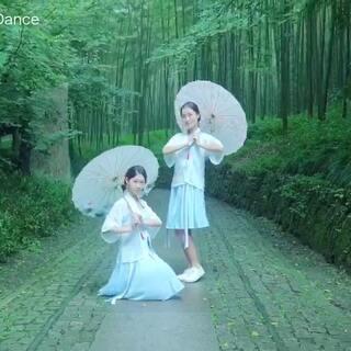 汉服少女十元酱翻跳中国风舞蹈《青蛇》-七朵 一起来沉醉杭州西湖的醉人美景吧~#中国风舞蹈##我要上热门##七朵组合#