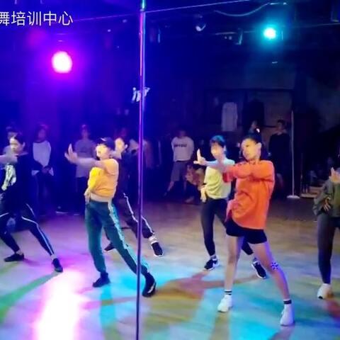 【SDT街舞培训中心美拍】重阳小姐姐的课 别人拍的 可能手...