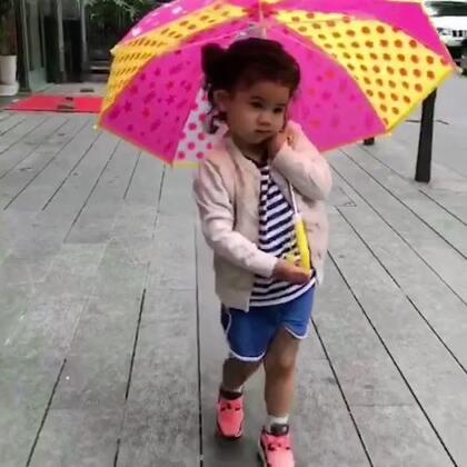 大头大头下雨不愁,Naomi有伞我有大头 😂