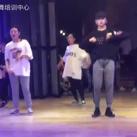 【SDT街舞培训中心美拍】miya的舞 因为动作太大 人太多 ...