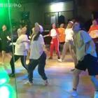 最爱U乐国际娱乐肖菲的#舞蹈#舒服到爆! 可惜脚下被翘起来的地板卡了一下!😭#我要上热门@美拍小助手#