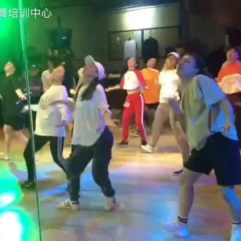 【SDT街舞培训中心美拍】最爱U乐国际娱乐肖菲的#舞蹈#舒服到爆!...