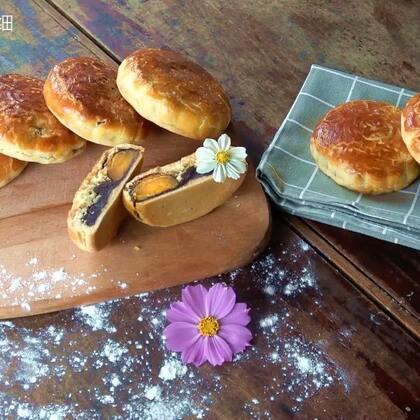 中秋佳节,准备了半个月的月饼。先是腌制咸蛋,做红豆沙,再来包月饼,月饼做好后放置3天回油。月饼的甜,月亮的圆,还有一份想念。#美食##奇葩月饼大比拼##热门#抽2位热评小朋友送豆沙蛋黄月饼共赏,转发点赞评论抽3位小伙伴送核桃3斤。@我要嗨WoYaoHai