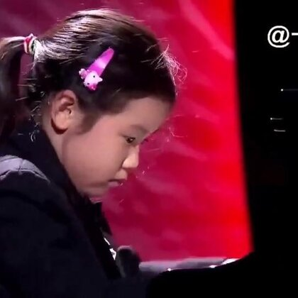 #宝宝#那个红炸美国的中国钢琴神童又火了,6岁陈安可近日参加澳大利亚电视节目,她表示从4岁开始学琴,每天4小时,最爱莫扎特和贝多芬。安可活泼可爱,采访时天马行空,弹琴时又无比专注,小安可这是要火遍全球的节奏啊😍@美拍小助手 喜欢请点赞+转发 更多精彩请关注微博:一起看MV