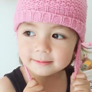 #我家的萌萌兔宝贝##宝宝##荷兰混血小小志&柒#志宝贝儿拉粑粑了,换尿布湿的时候看到我给柒公主买的帽子套装,试了之后说这是他的,要是奶奶看到志穿戴粉不晓得会不会Pia死我,哈哈哈,拍了照片发家庭群里,爷爷速度回复说这是3年以后的柒公主,当妈的无法一分为二,有时照顾一个的时候另一个在呼唤,呼呼呼...