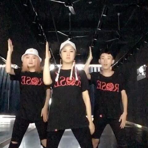 【🌹芜湖Rose舞蹈工作室美拍】#呆来舞#这个白眼翻得。zzz