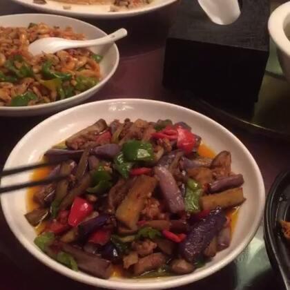 庐山行 四人行 两餐饭的集合 四个人菜多了 但是每个都很有特色呢❤❤@美拍小助手 #走哪吃哪#