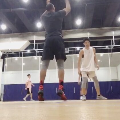 节日🏀#籃球##運動##打球#@高以翔Godfrey