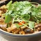 〈奇味鸡煲〉以前在深圳的时候最喜欢晚上和三五同事去吃这个了,味儿很特别,有空的时候大家可以试上一试哦#美食##海椒记#