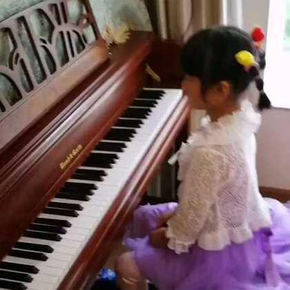 天爱六岁零一个月演奏肖邦《f小调练习曲》op.25 no.2,这首曲子有梦幻的感觉,很好听!就是踏板机有噪音。#音乐##钢琴##小小琴童#@美拍小助手