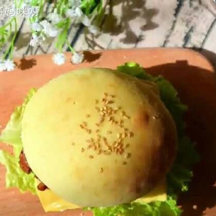 【鸡腿汉堡】隔一段时间我就想吃汉堡薯条,自己做了一回,意外发现味道挺像原味板烧。如果你们爱沙拉酱可以放上哈,我个人爱芝士,所以没放沙拉酱。#美食##早餐##我要上热门@美拍小助手# @美食频道官方号