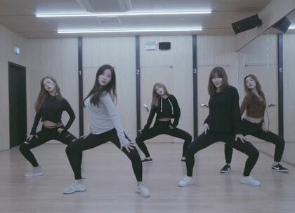 PLAYBACK - Let Me Love You by Ariana Grande 非常好看的一支#舞蹈##敏雅韩舞专攻班#就是这样,如果你有非常想学的一支舞蹈,告诉老师,然后会凑人数,尽量满足。 公众号:MinyaCola