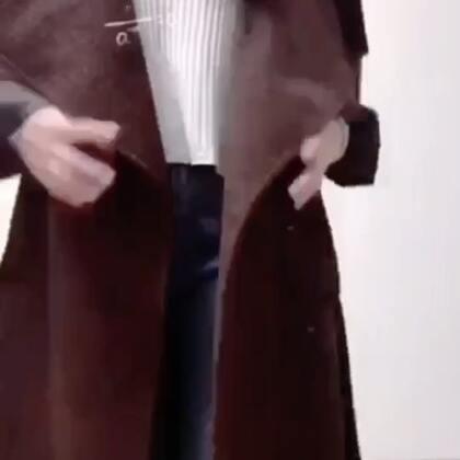 酒红色一直是秋冬最流行的经典色,显白、洋气✨衣柜里必须要有一件酒红色大衣哦!#穿秀##我要上热门@美拍小助手#