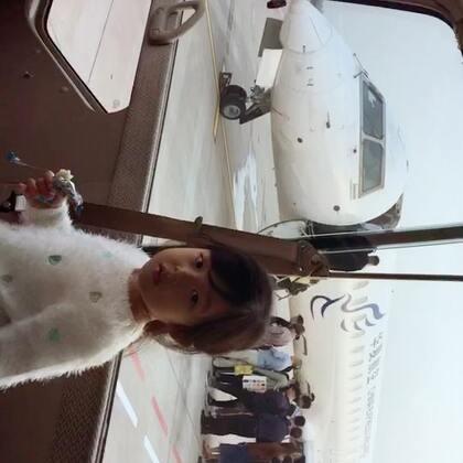 飛機越轉越小...老爸 老爸 我們去哪裡呀?