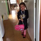 娇气的闺女,快四岁了孩子了还让外婆穿衣服和鞋子,妈妈不让外婆帮忙她就哭闹😥#宝宝##混血宝宝##随手美拍#
