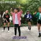 这次去温州参加巴拉巴拉闪亮训练营,美拍四个热爱跳舞的小朋友们有了机会在一起合跳舞蹈。四个小朋友各自学了不同版本,前一天晚上现调整动作排队形。录视频当天锦萱不太舒服,发挥一般,不过能和大家一起跳舞很开心!#kokobop##舞蹈##宝宝#