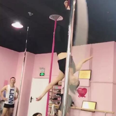 【珊莉妮美拍】#空中舞蹈##力绳##颜雨林工作室#...