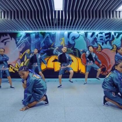 #少儿街舞##第壹街舞#成都第壹街舞精彩少儿街舞表演!来自我们第壹街舞钰家班的小潮男小潮女们!第壹街舞希望通过街舞能让每一位孩子都变的更自信更快乐!#我要上热门@美拍小助手#联系wx 1071611950