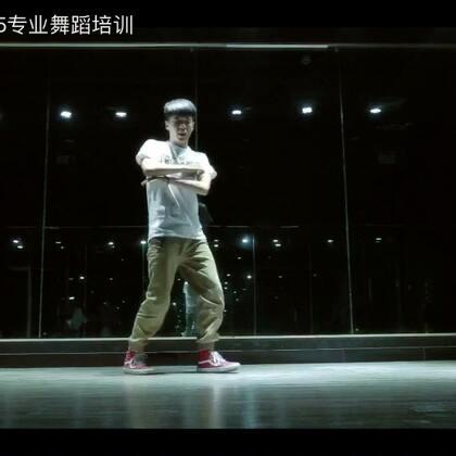 #舞蹈#郑州175舞蹈培训之popping男神-hotin导师的即兴solo 👏🏻#男神# 跟着h哥一起pop起来吧!😝@舞蹈频道官方账号 @美拍小助手