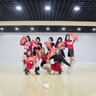 大家好!这里是#SING女团#!繁星少女组!这次为大家带来了新歌「寄明月」的练习室版! 这一次我们舞蹈的采用了「双色扇」作为道具!更在舞蹈中加入了华夏多个民族的传统舞蹈元素,以及与歌词互相照应的动作和队形。 MV即将正式发布~请多多支持SING女团!么么哒!