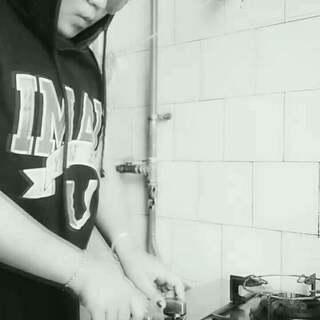 #厨房dj争霸赛# 我妈说了,我一个人在家会把家炸了👿