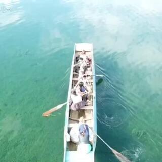 #航拍##无人机航拍#天知道我经历了什么 在船上手抓飞机[捂脸] 技术得继续磨练!泸沽湖很漂亮!