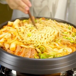 让人直流口水的韩国料理部队火锅,最正宗的做法在这里啦……#美食##地方美食##美食作业#